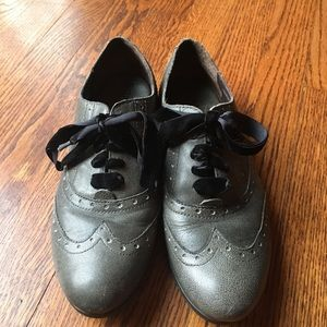 Born green leather wing tips size 8